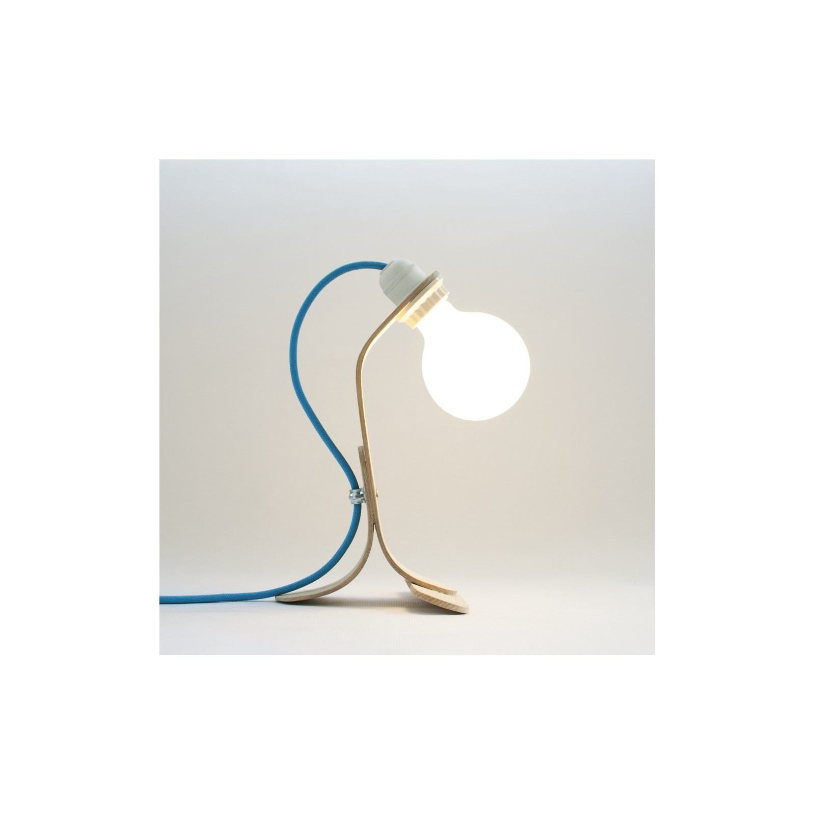 Lampe bulbe arne concept for Lampe design en bois