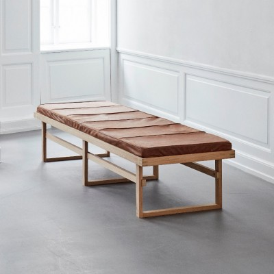 Long vertical bench