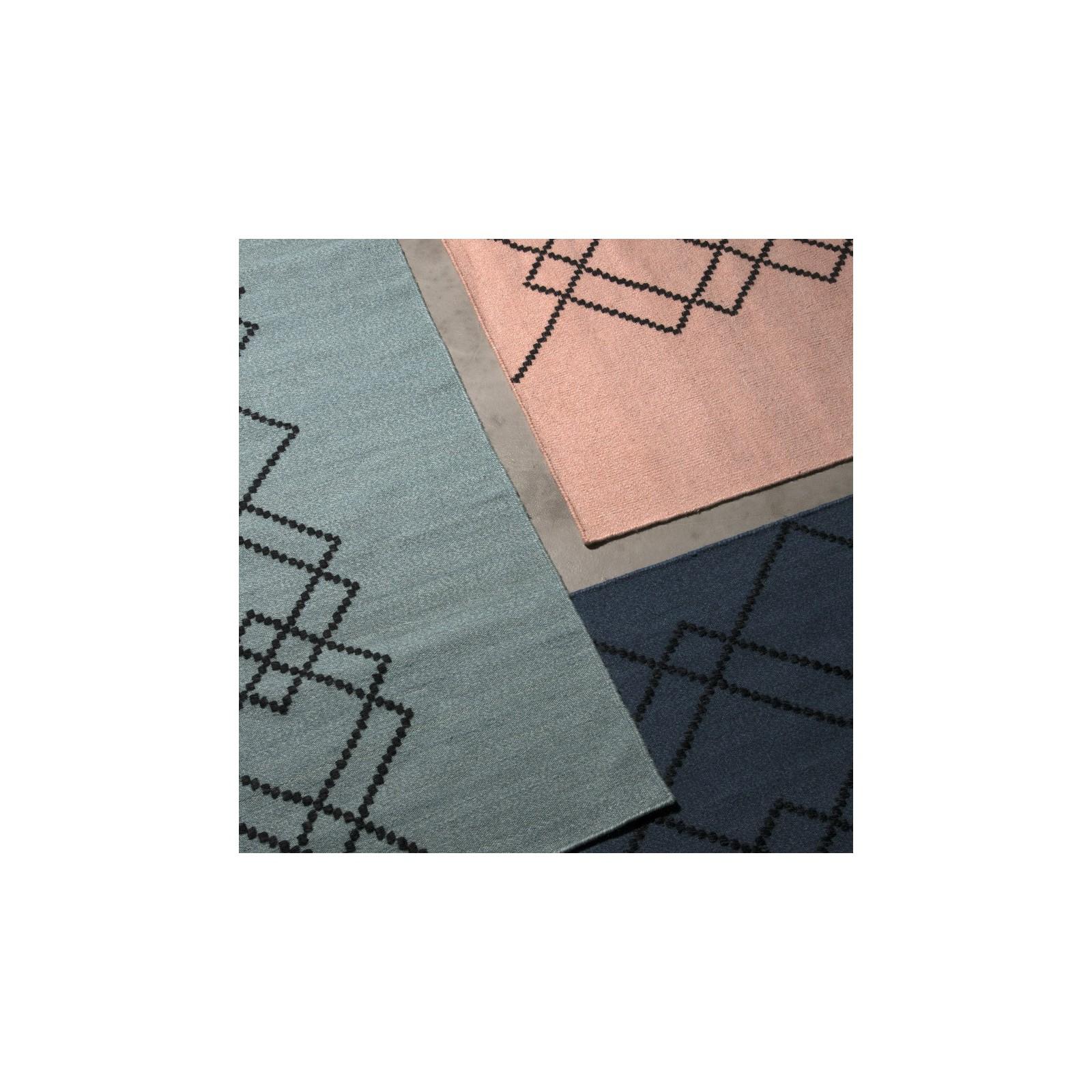 petit tapis borg rose et noir arne concept. Black Bedroom Furniture Sets. Home Design Ideas