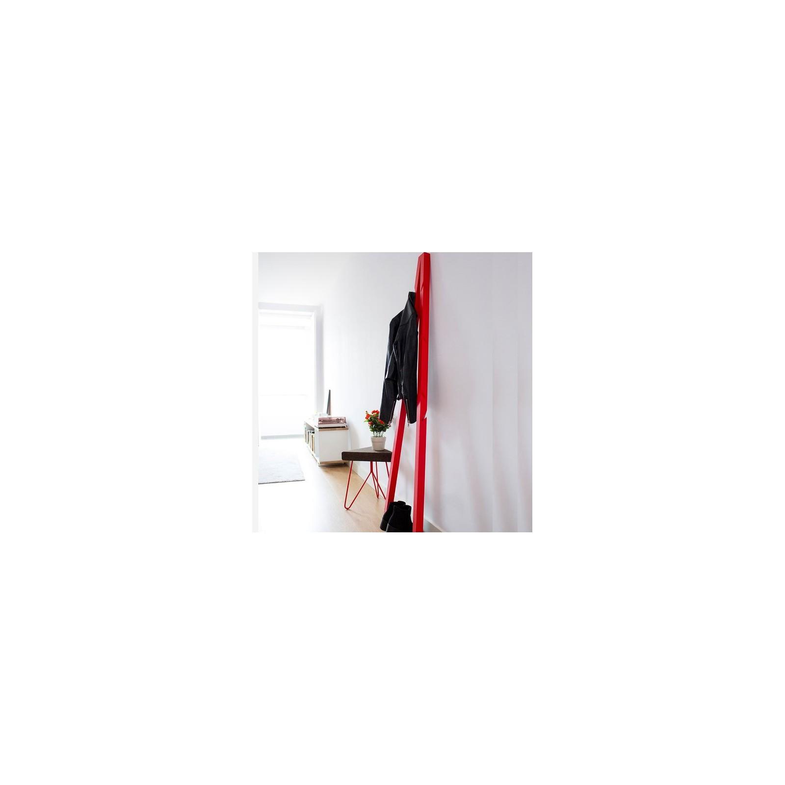 porte manteaux triangle rouge arne concept. Black Bedroom Furniture Sets. Home Design Ideas