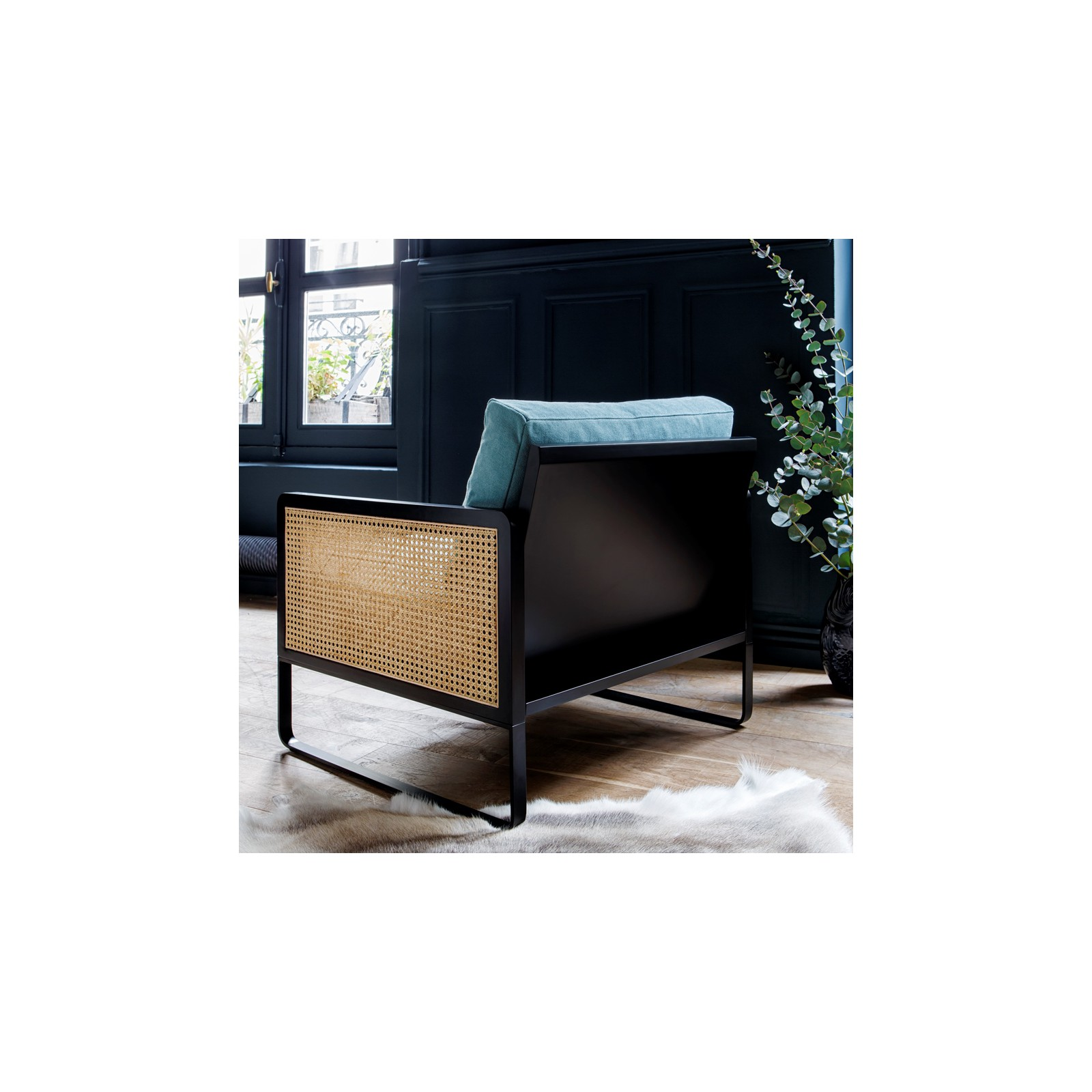 fauteuil cannage velours bleu marine arne concept. Black Bedroom Furniture Sets. Home Design Ideas